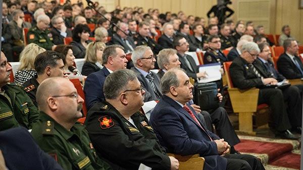 Изображение - Льготы для военных пенсионеров voennye-pensionery-na-stulyah-v-zale
